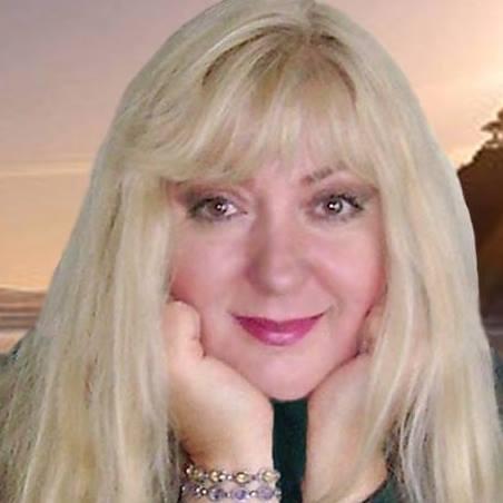 Johanna Kern, kanadyjska reżyserka filmowa, wielokrotnie nagradzana autorka, założycielka oragnizacji  H.O.P.E. Assn.